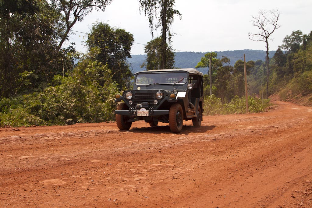 Oldtimer Jeep Cardamnon Mountains Kambodscha