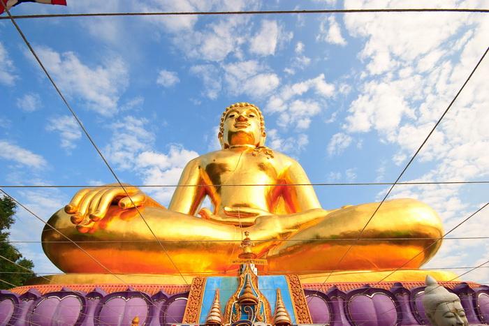 Buddhastatue in Thailand. Reiseveranstalter OVERCROSS